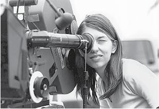 ΓΥΝΑΙΚΕΣ ΣΤΗΝ ΤΗΛΕΟΡΑΣΗ ΚΑΙ ΤΟΝ ΚΙΝΗΜΑΤΟΓΡΑΦΟ Η ιδρύτρια της δράσης των γυναικών στην τηλεόραση και τον κινηματογράφο δημιουργεί το κεφάλαιο αυτό στην Κύπρο